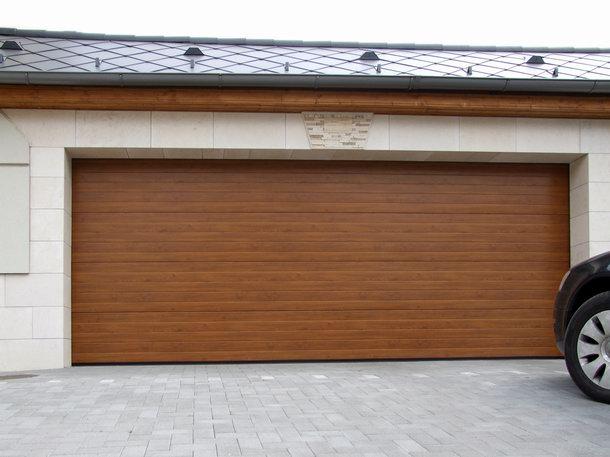 Aranytölgy garázskapu a fadekor kaputechnika